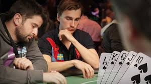 Poker Tells – Signals You Should Learn Before Playing
